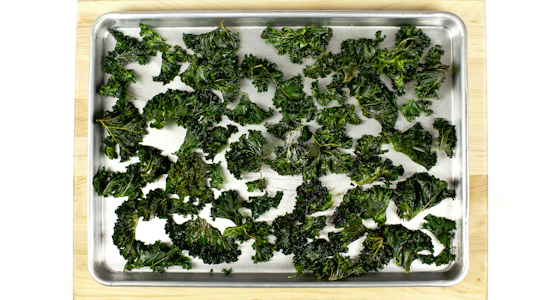 kale chips in pan